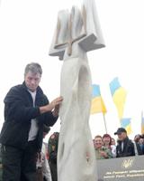 Президент взяв участь у церемонії відкриття скульптурної композиції на вершині Говерли
