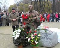 Пам'ятник М. Бернесу